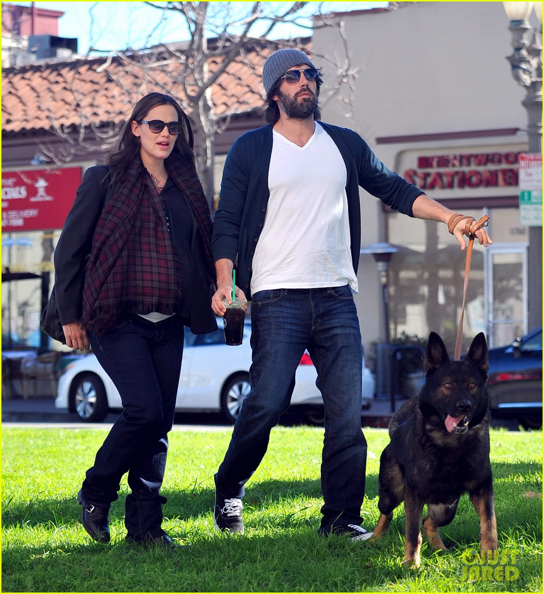 jennifer garner ben affleck dog walking duo 01