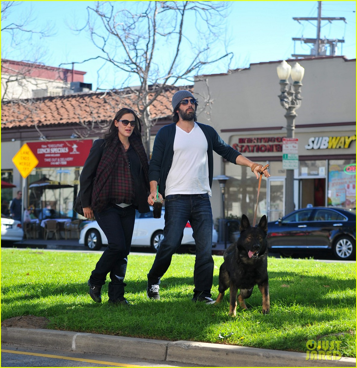 jennifer garner ben affleck dog walking duo 04