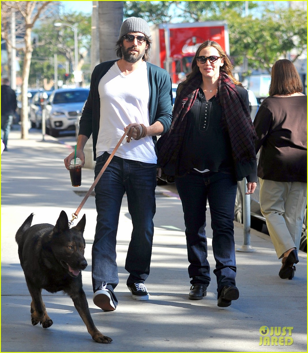 jennifer garner ben affleck dog walking duo 09