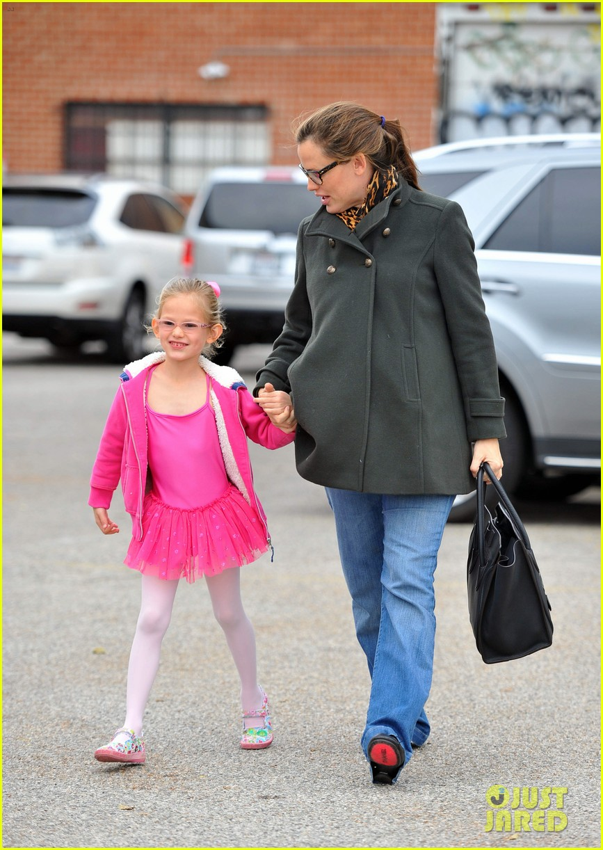 jennifer garner ballet class exit with violet 04