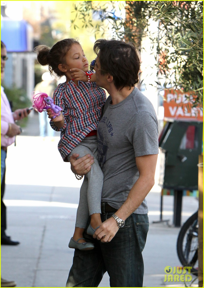 halle berry crutches olivier martinez nahla lunch 01