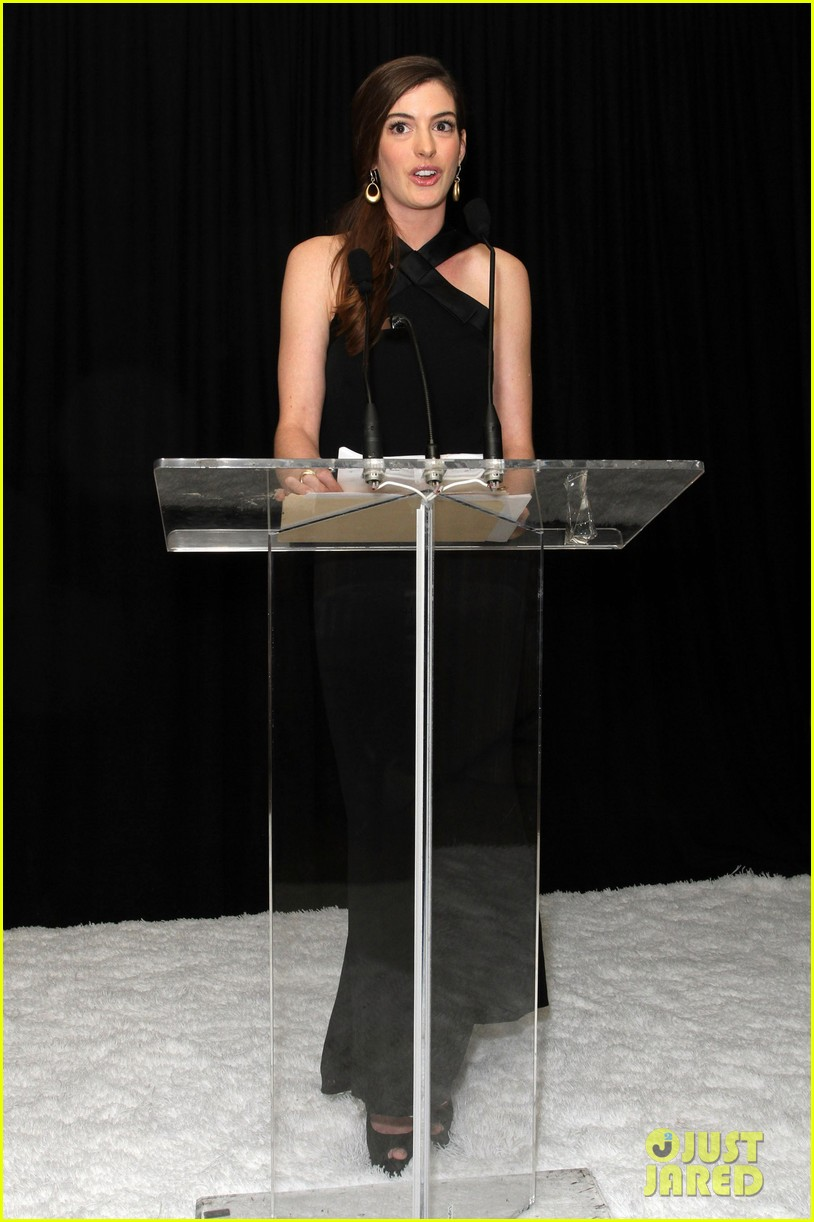 anne hathaway rachel zoe l a lgbt center benefit 02