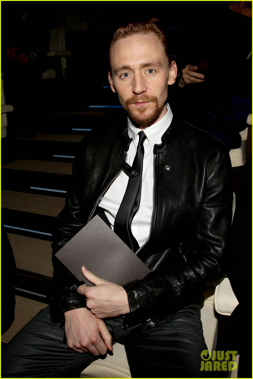 tom hiddleston armani fashion show 04