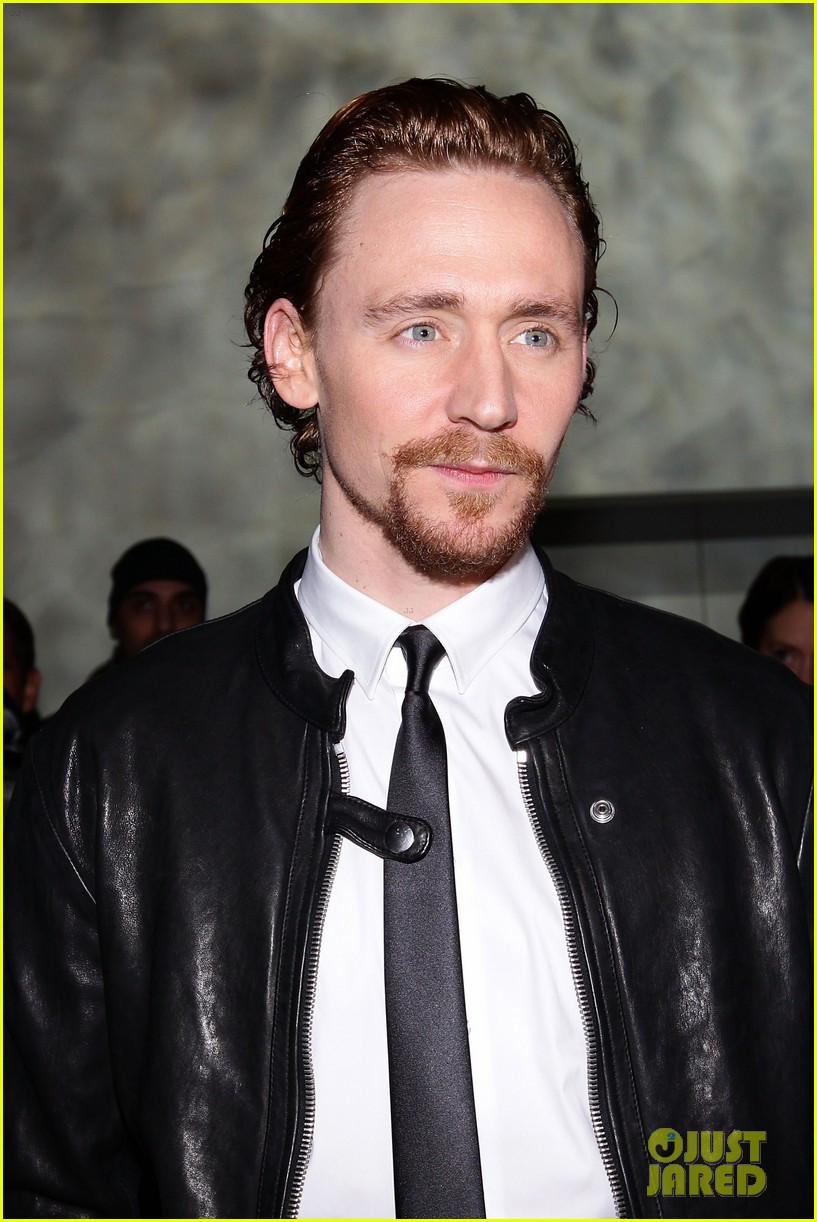tom hiddleston armani fashion show 05