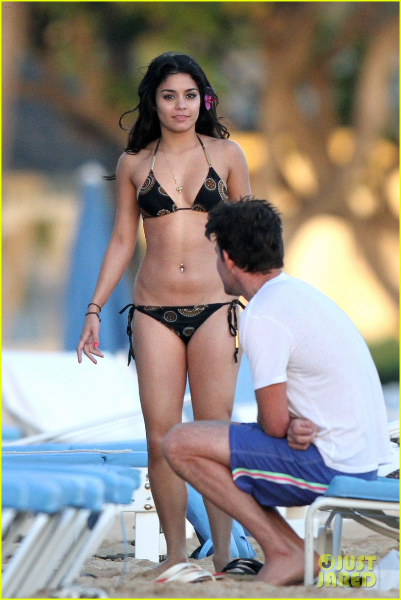 vanessa hudgens bikini austin butler 01 Vanessa Anne Hudgens Bikini Pictures from Hawaii Portend a Future Sex Tape!