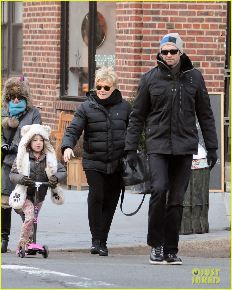 hugh jackman deborra lee furness morning stroll with ava 03