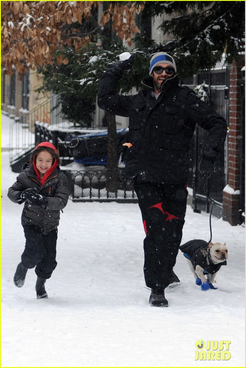 hugh jackman ava snowball fight 02