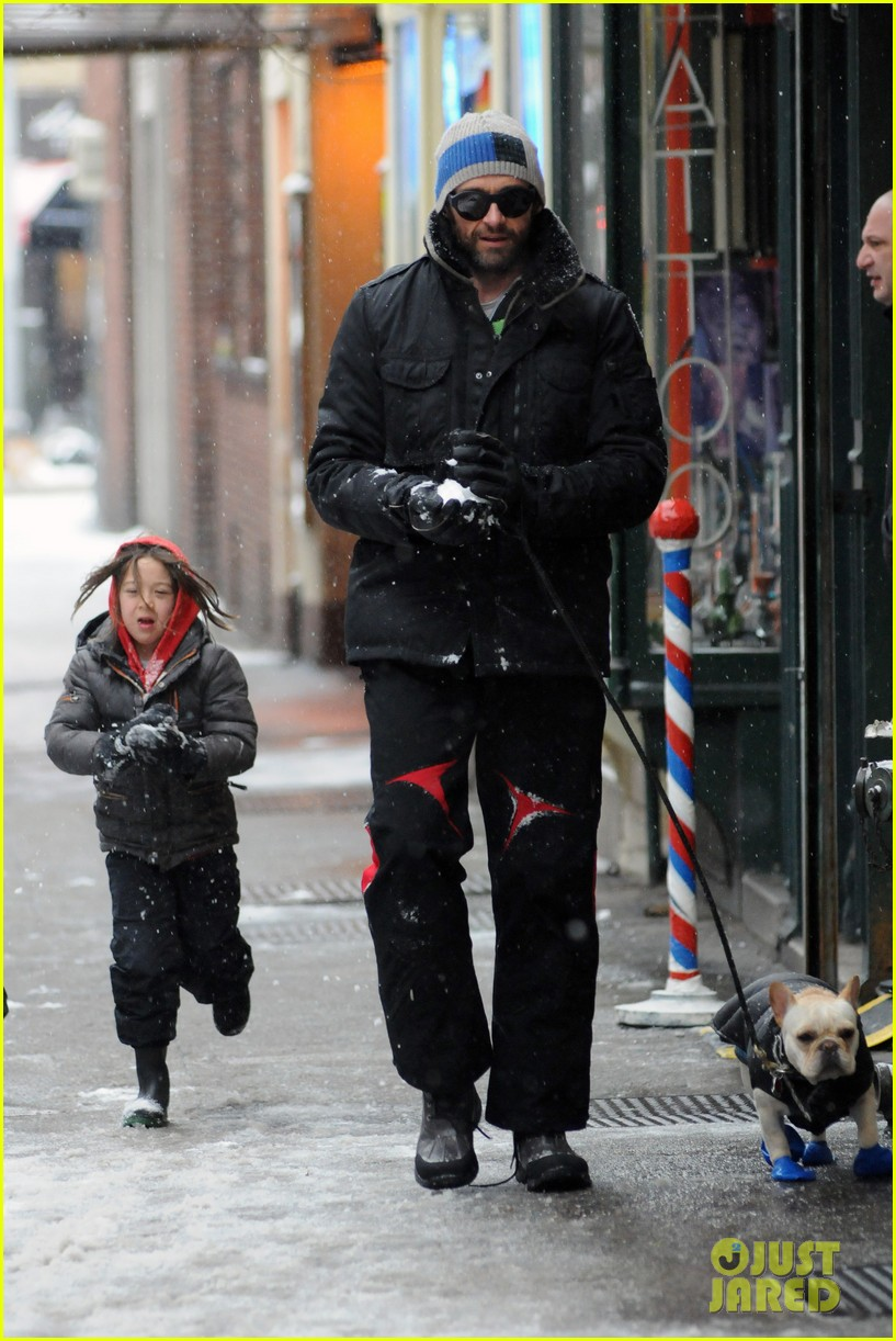 hugh jackman ava snowball fight 04