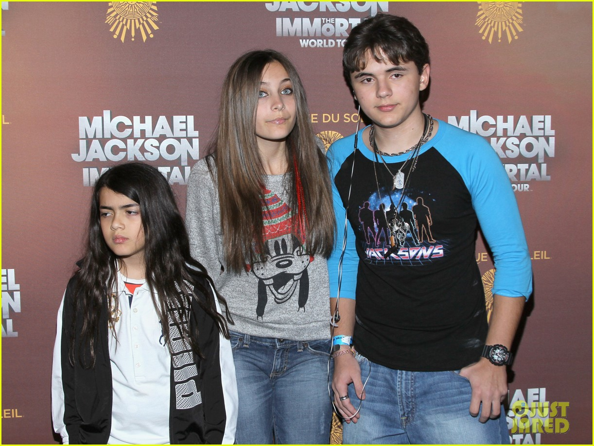 paris prince blanket jackson immortals tour 042622679