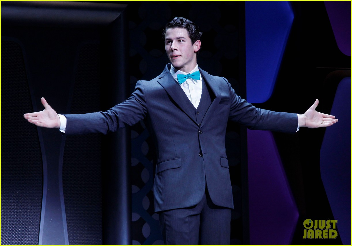 nick jonas how to succeed debut 02