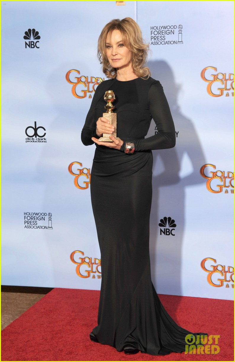 jessica lange connie britton golden globes 2012 red carpet 01