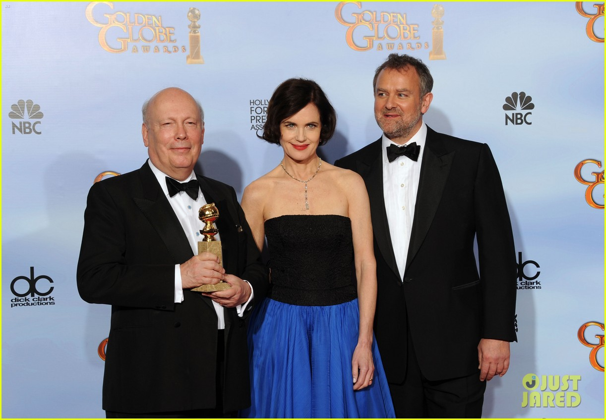 elizabeth mcgovern golden globes 2012 red carpet 01