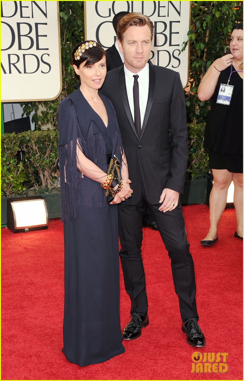 ewan mcgregor 2012 golden globes red carpet 01