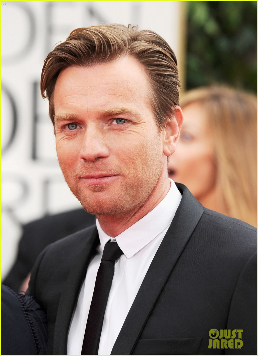 ewan mcgregor 2012 golden globes red carpet 04