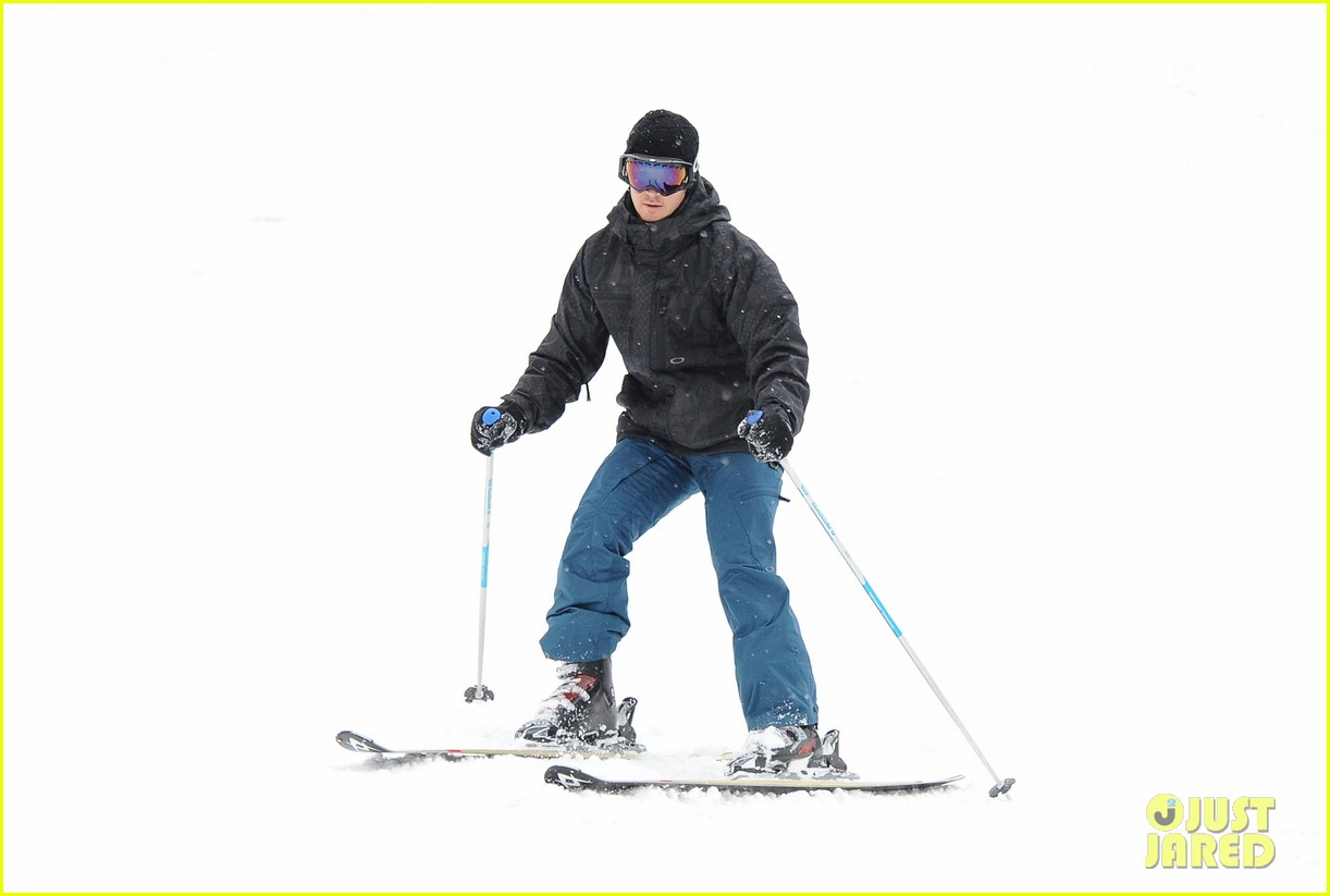 aaron paul ryan kwantan hit slopes 04