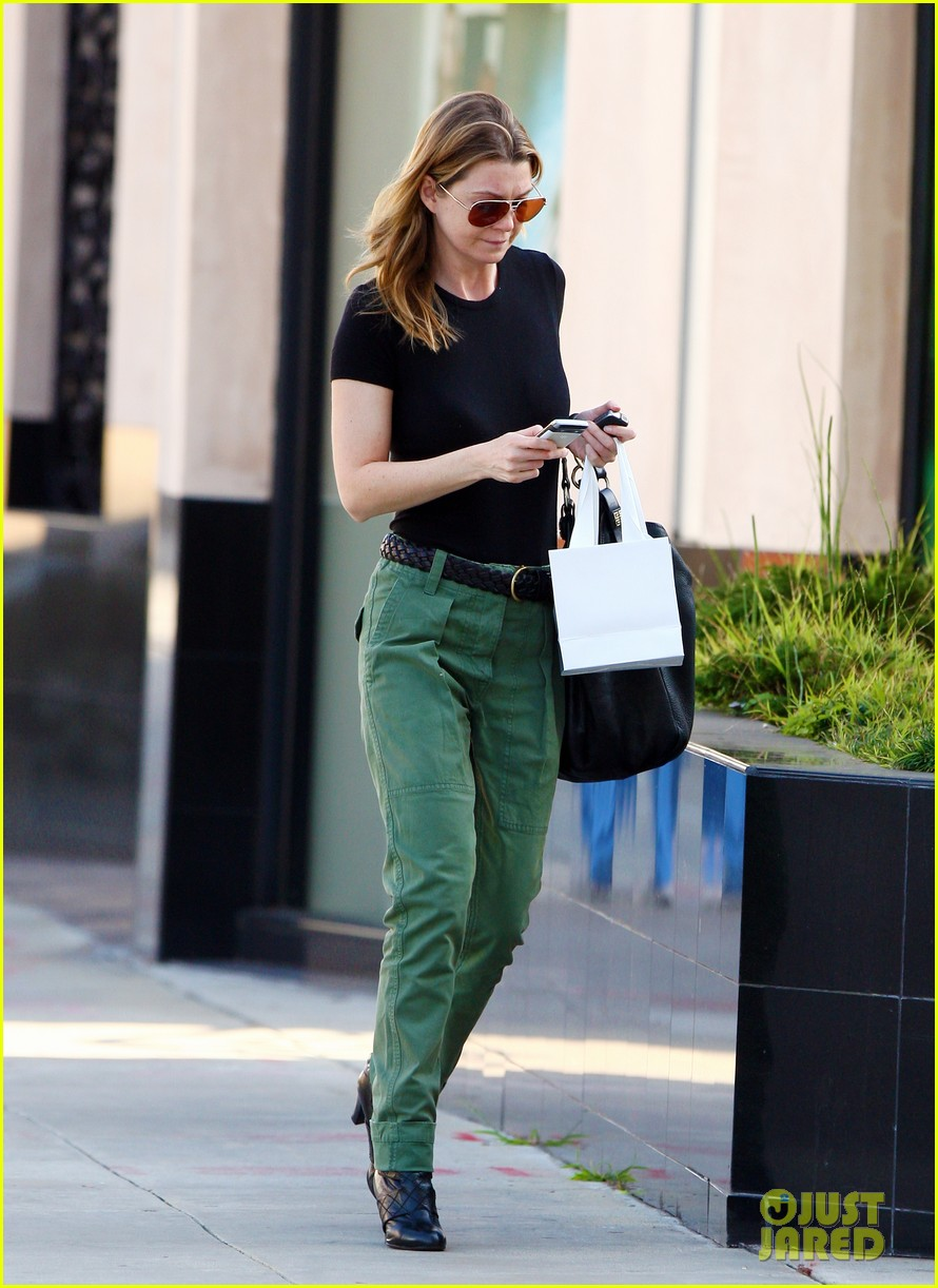 ellen pompeo shopping texting 01