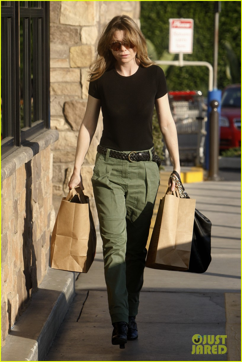 ellen pompeo shopping texting 05