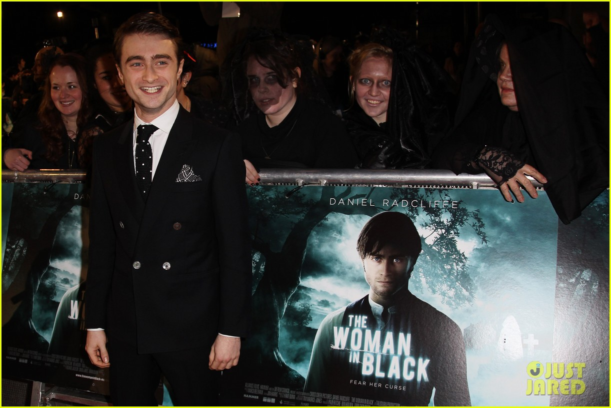 daniel radcliffe woman in black premiere 05