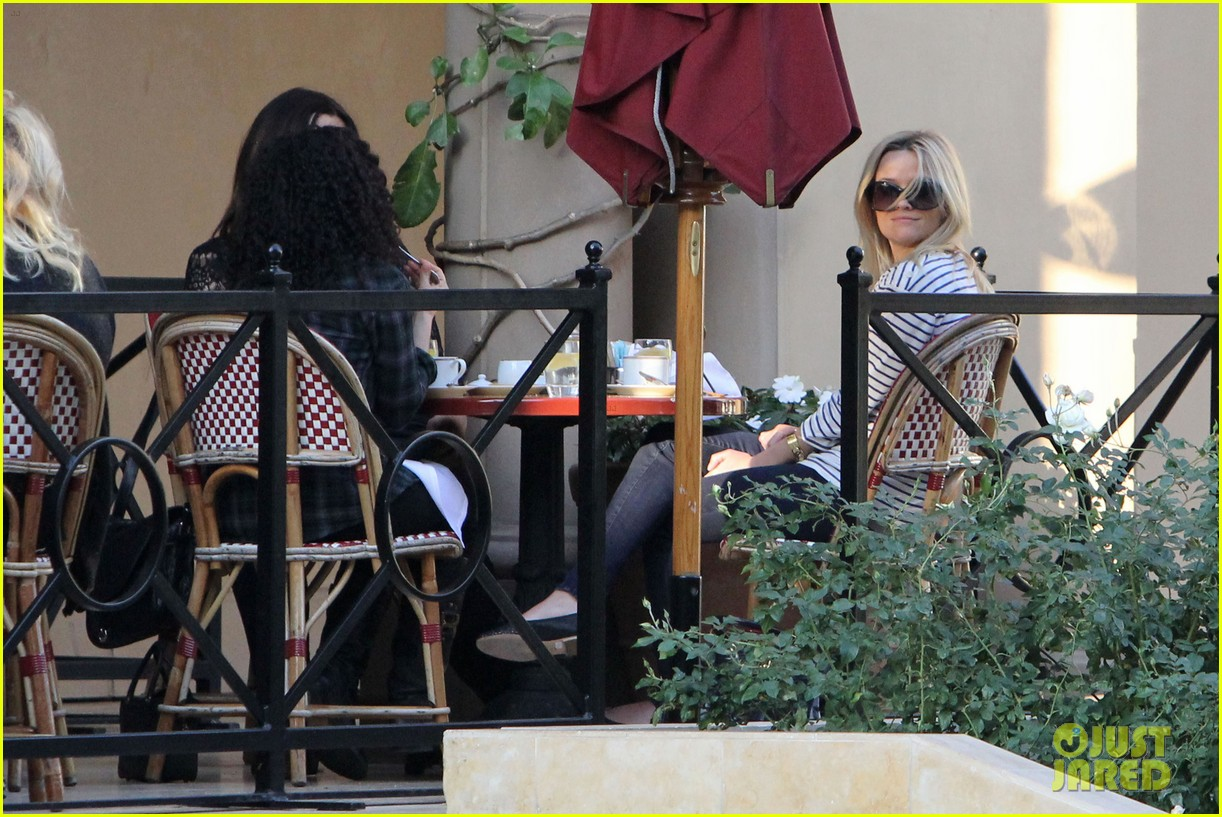 reese witherspoon lunch friends 02