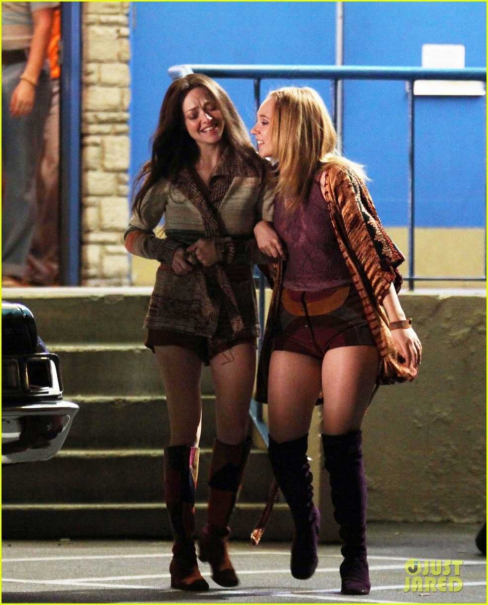 amanda seyfried lovelace set with juno temple 03