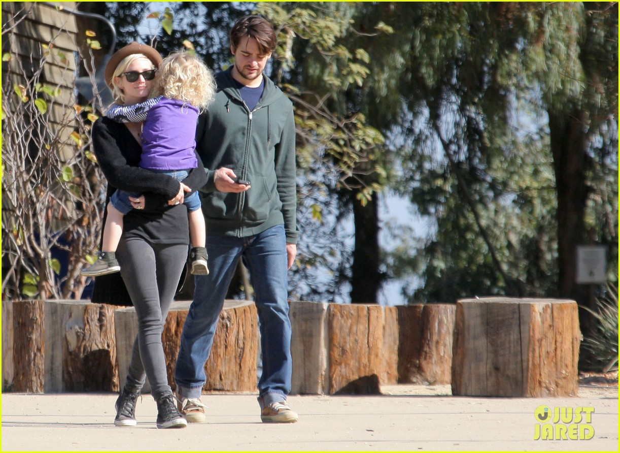 ashlee simpson vincent piazza park playtime with bronx 102620014