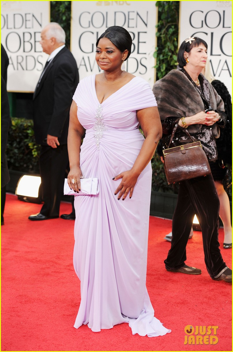 octavia spencer 2012 golden globes red carpet 04