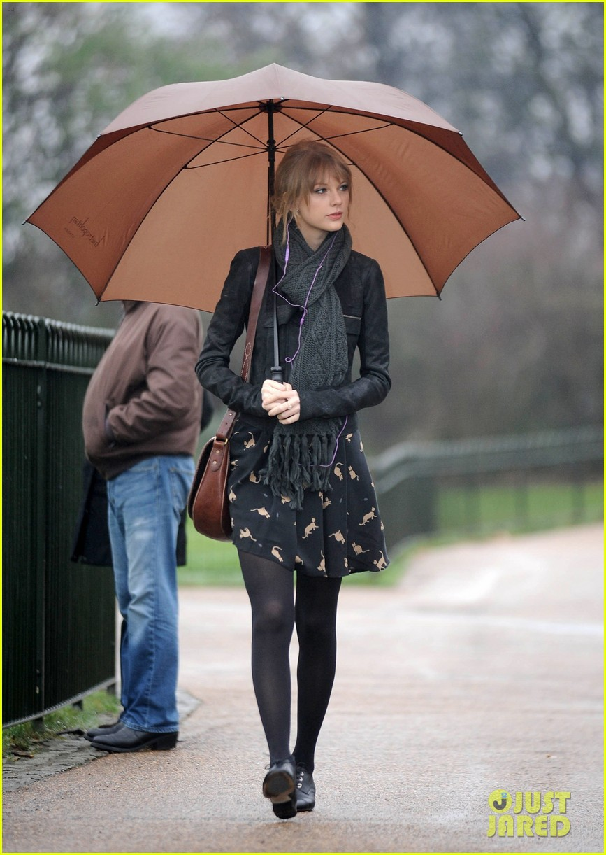 taylor swift umbrella london 01