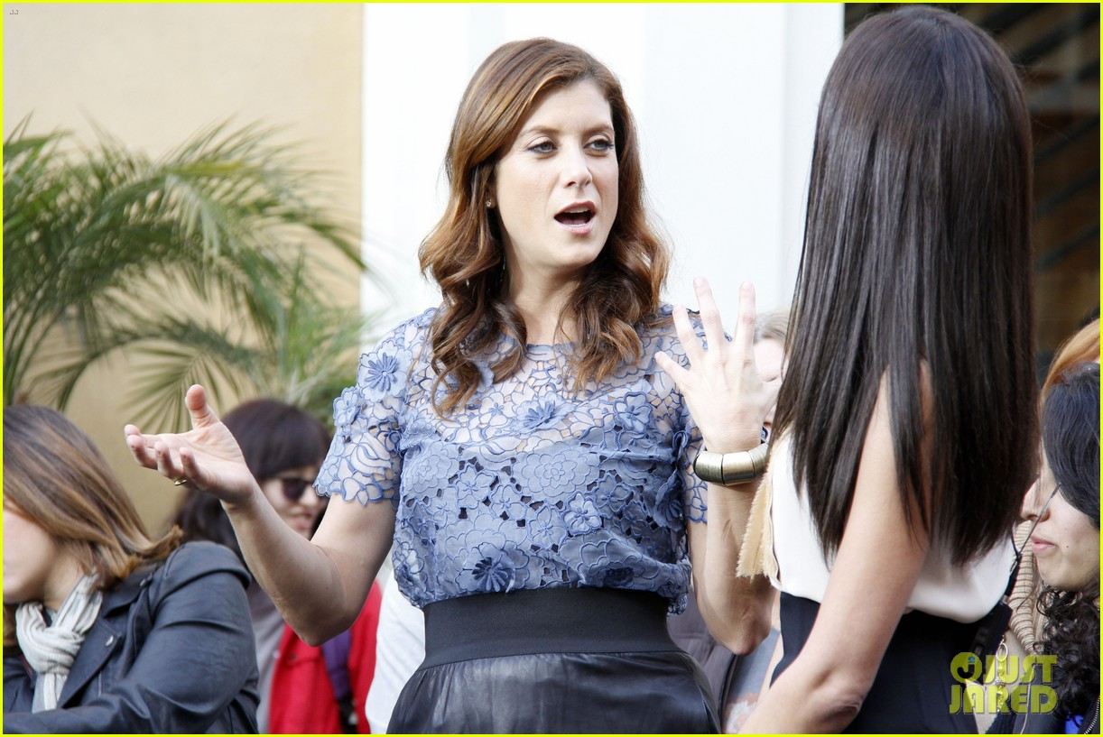 kate walsh extra at the grove 04