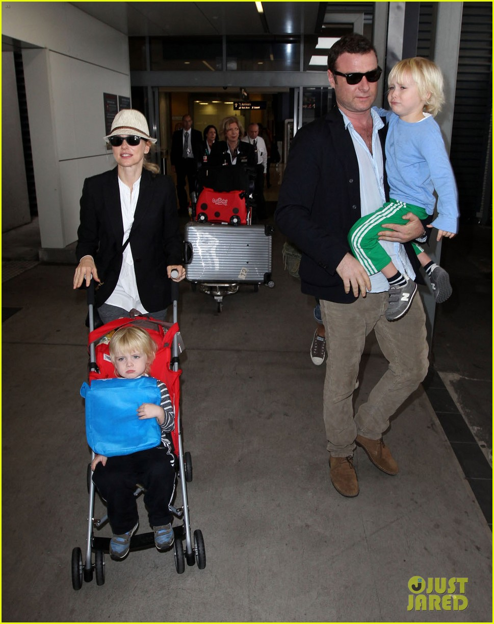 naomi watts liev schreiber sydney arrival with the boys 09