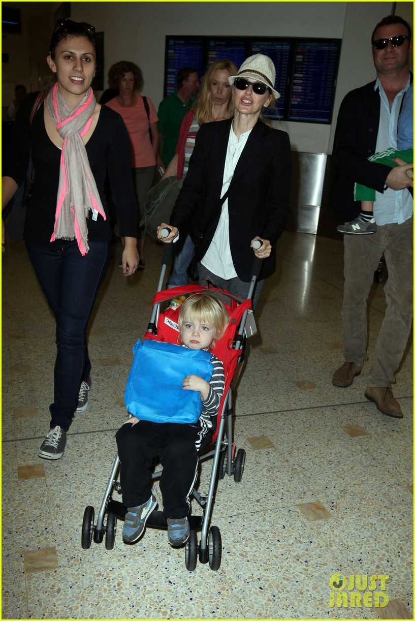 naomi watts liev schreiber sydney arrival with the boys 10