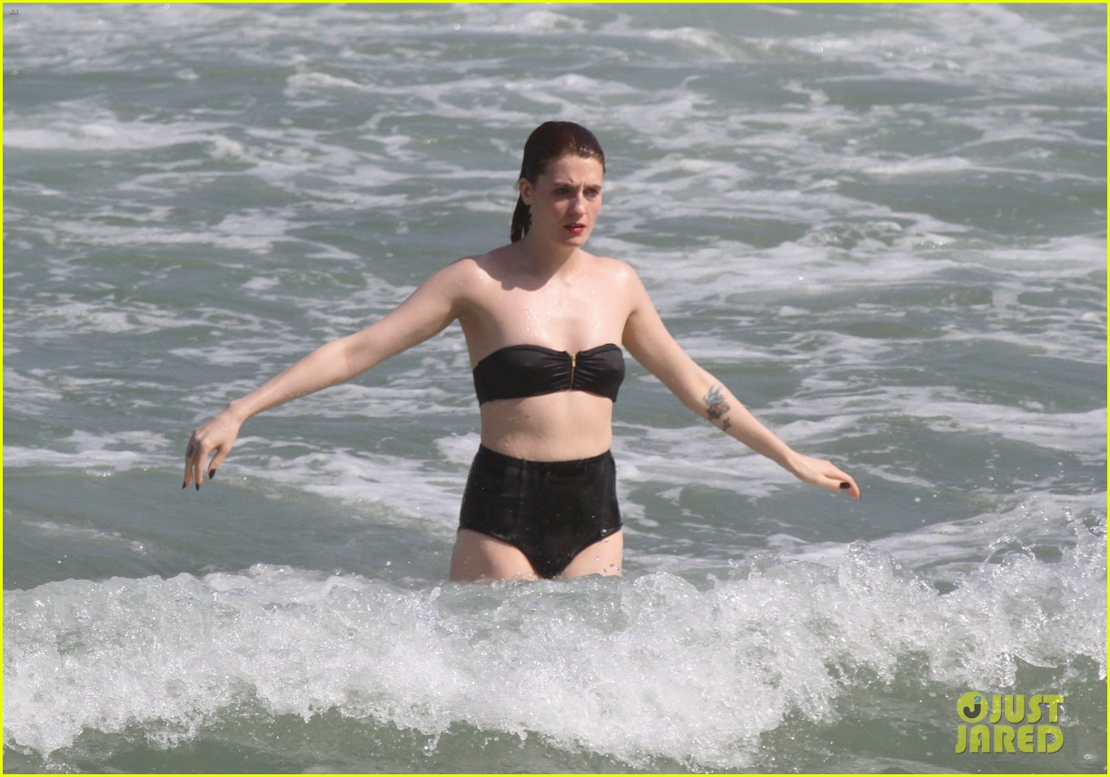 florence welch hits the beach with new boyfriend 09