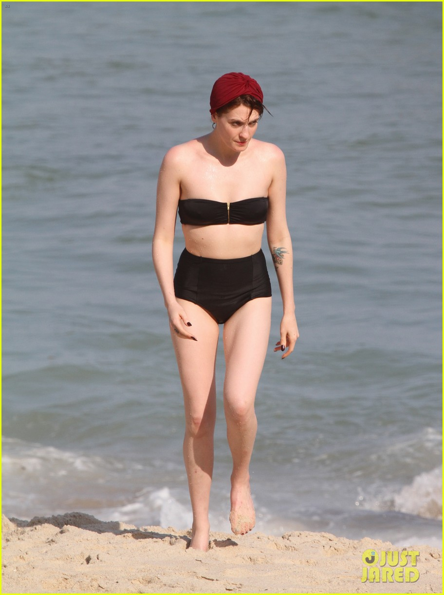 florence welch hits the beach with new boyfriend 10