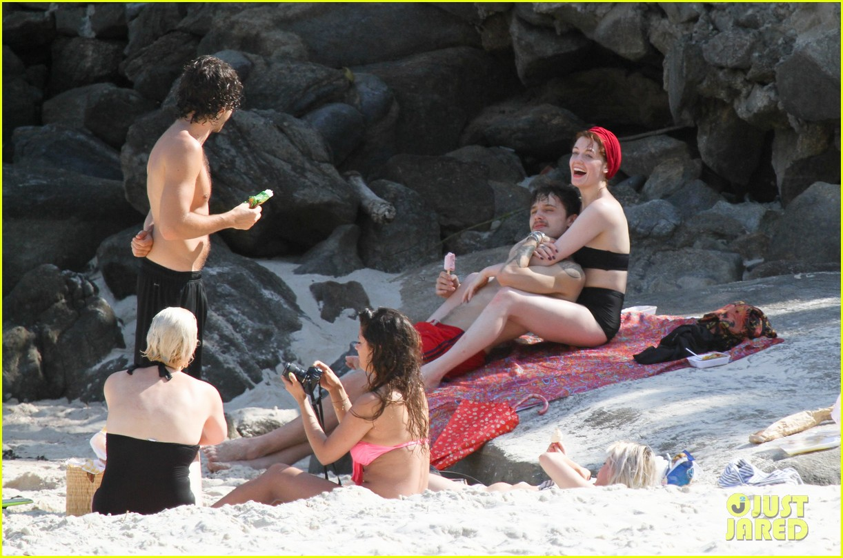 florence welch hits the beach with new boyfriend 24