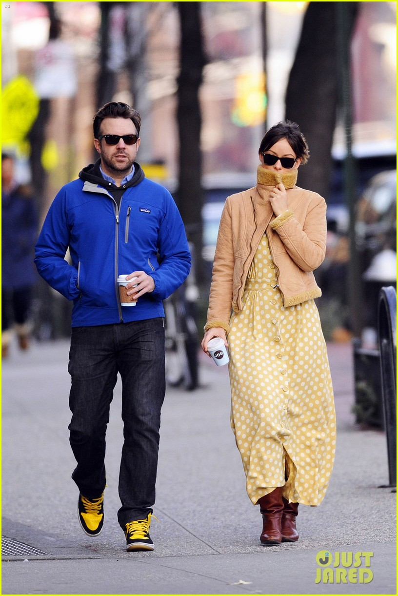 olivia wilde jason sudeikis new years day stroll 03
