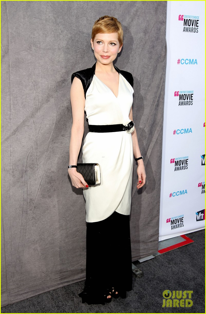 michelle williams 2012 critics choice awards 07