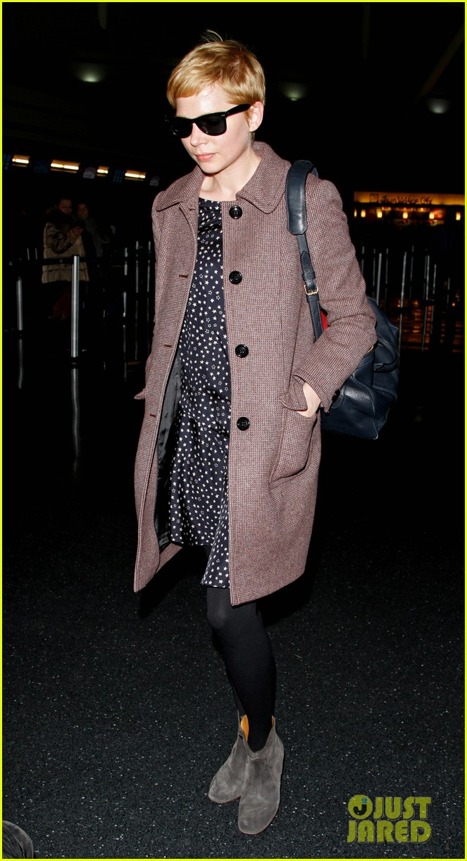 michelle williams lands nyc 01
