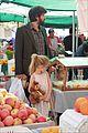 ben affleck daughters farmers market 09