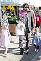 ben affleck daughters farmers market 18