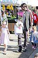 ben affleck daughters farmers market 18