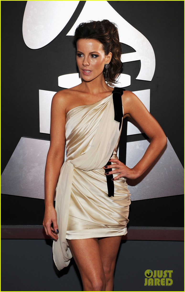 kate beckinsale grammys 07