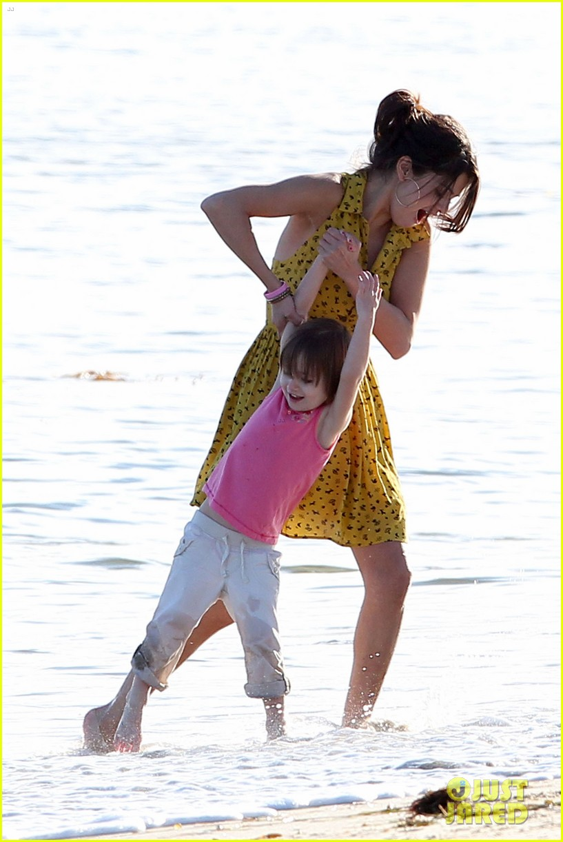 selena gomez justin bieber siblings beach 15
