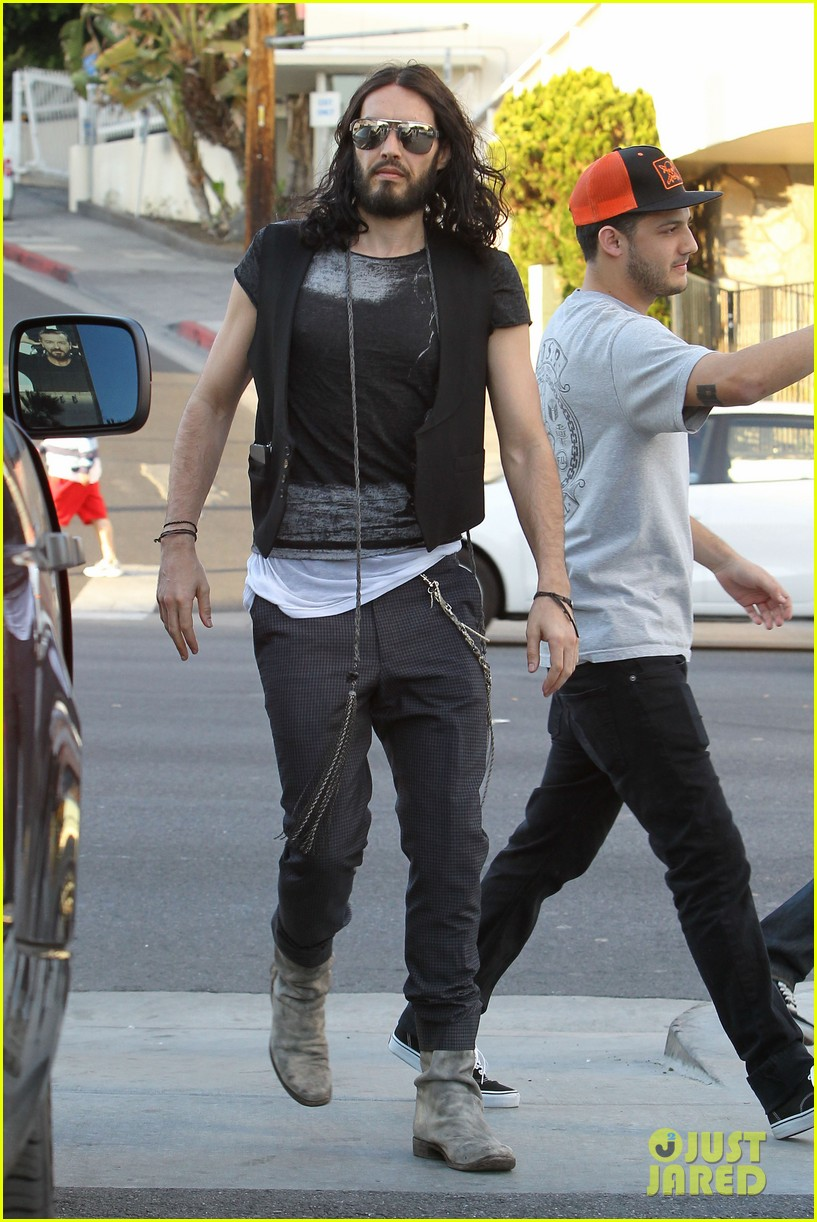 Full Sized Photo Of Russell Brand Tattoo Parlor 09 Photo 2625706 Just Jared