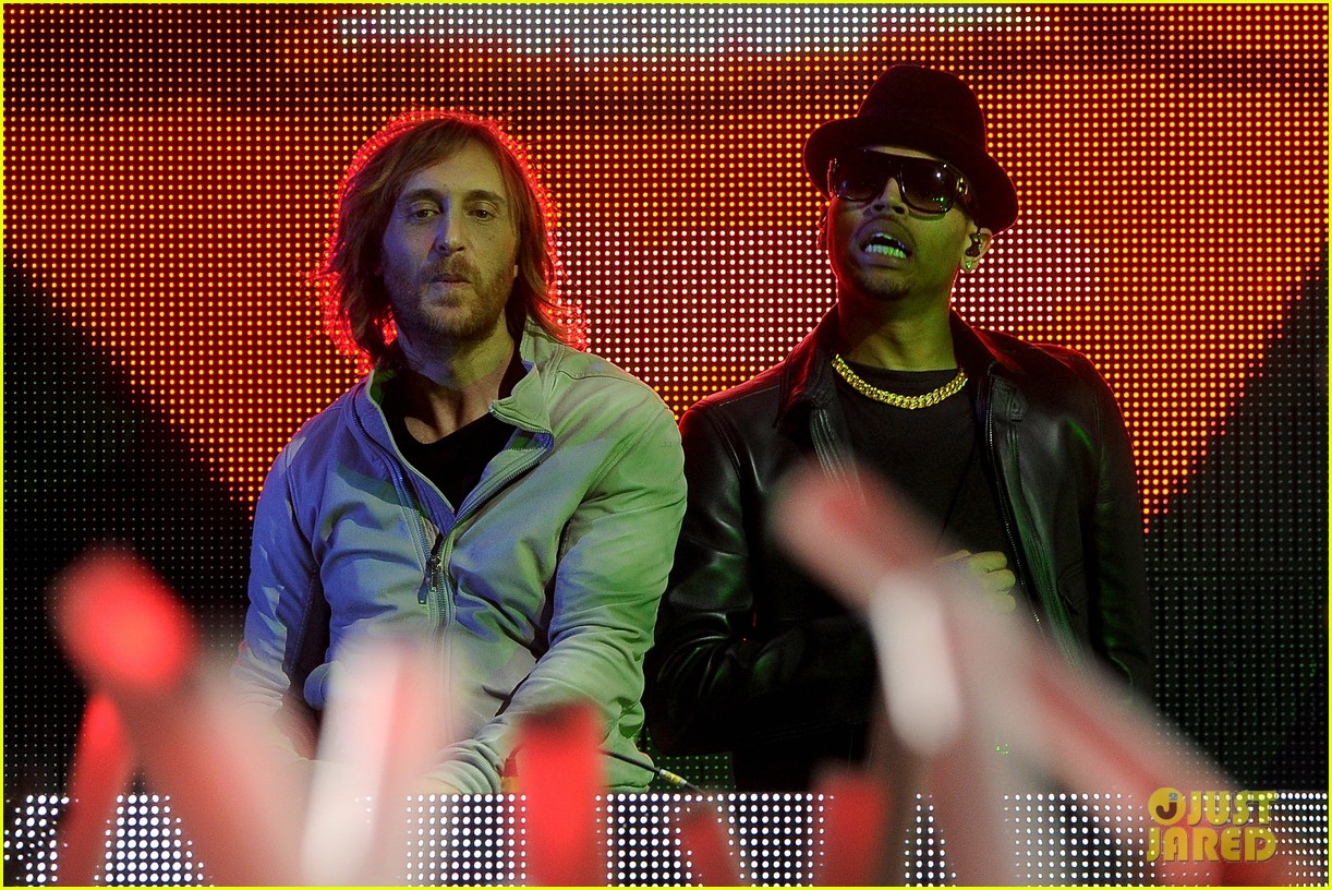 chris brown david guetta grammy performance 03