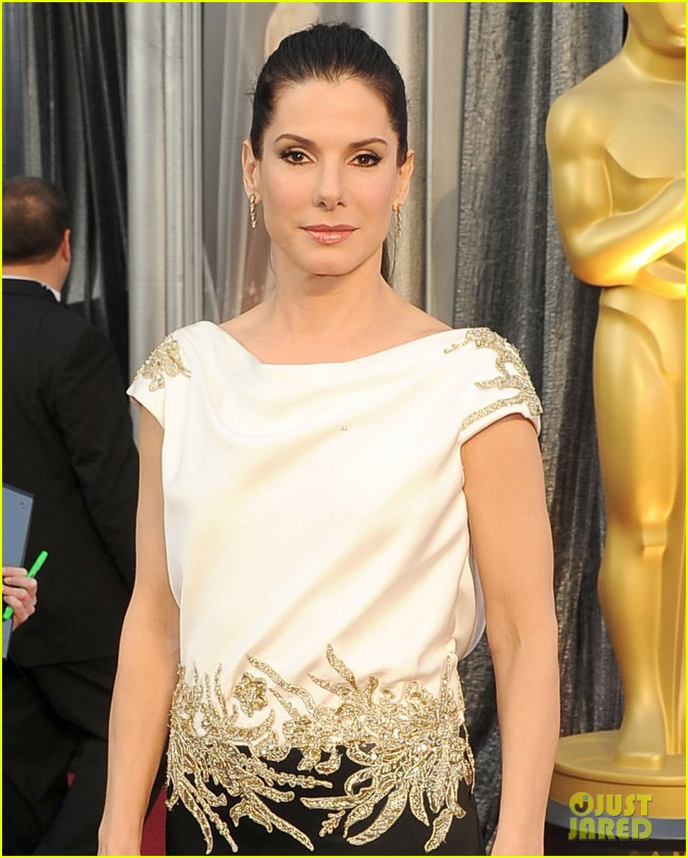 sandra bullock oscars 2012 red carpet 02