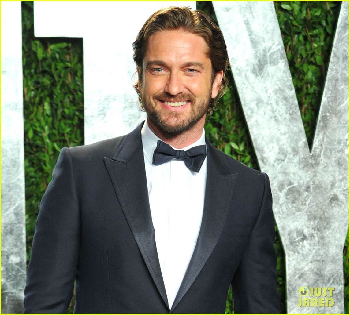 gerard butler vanity fair oscars party 02