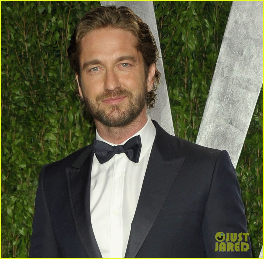 gerard butler vanity fair oscars party 04
