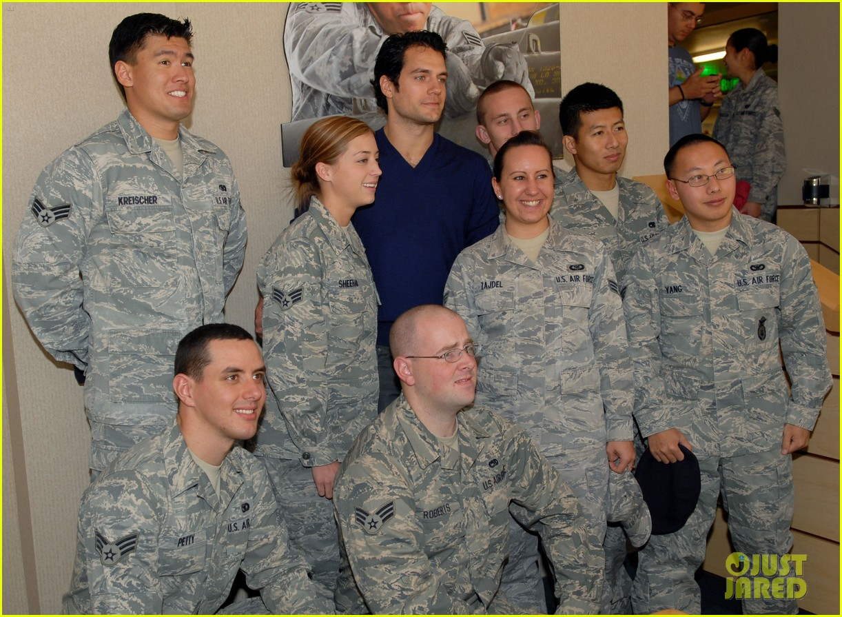 henry cavill air force base visit 01