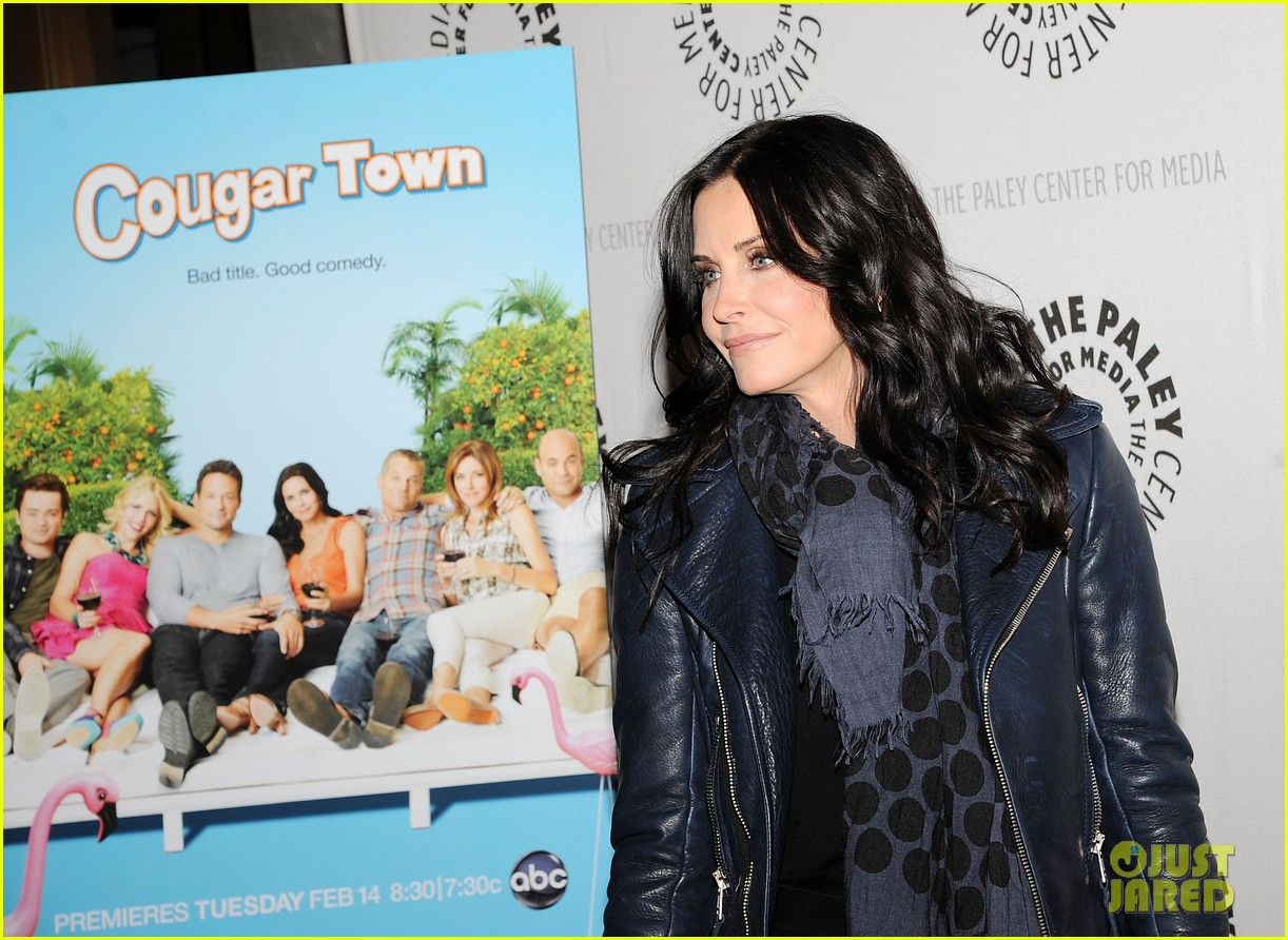 courteney cox cougar town viewing party 09