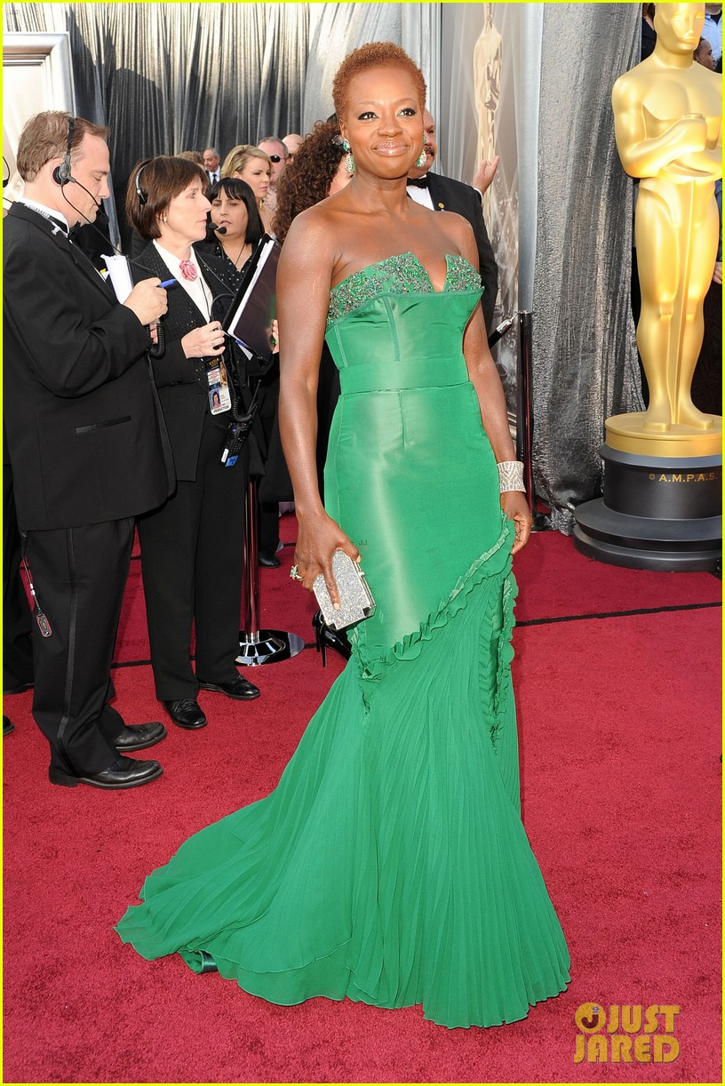 viola davis oscars 2012 red carpet 04