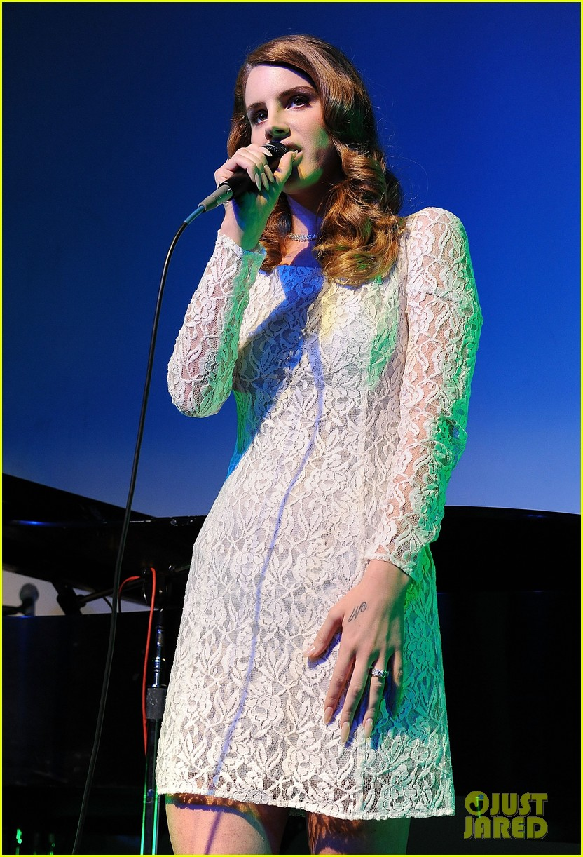 lana del rey grammy awards p e wing event 04